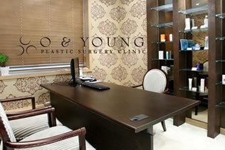 韩国O&YOUNG整形外科医院咨询室