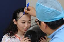 多娜医院做发际线移植,从此驾驭多款时尚发型!