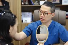 崔荣达目前在什么医院,轮廓整形效果和费用性价比高吗?