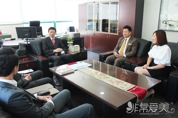 非常愛美網鄭朝峰總裁一行來到錦聲律師事務所進行合作洽談事宜