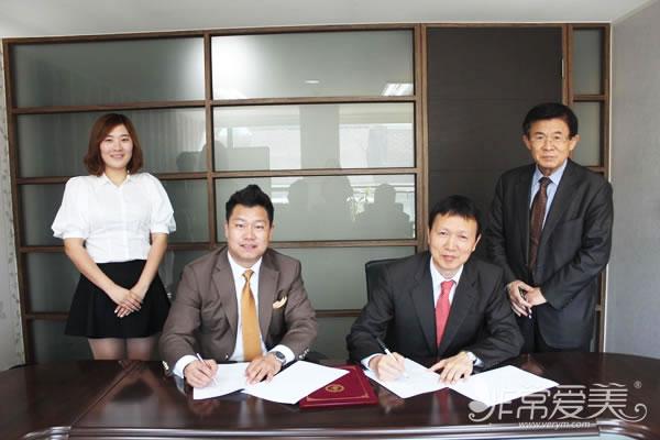 非常愛美網總裁鄭朝峰先生與錦聲律師事務所簽署常年律師顧問協議