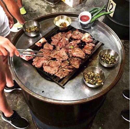 韩国站着吃烤肉