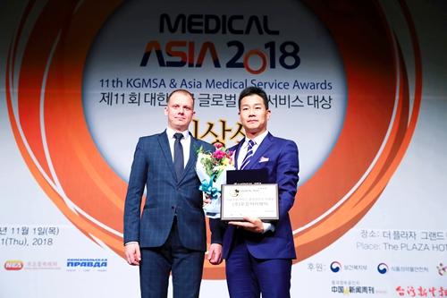 医疗亚洲协会尤利亚局长为非常爱美颁奖