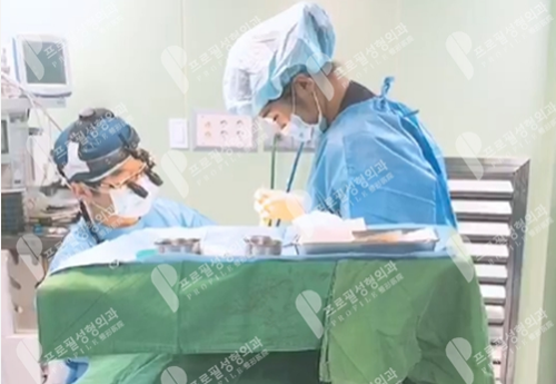 郑在皓院长耳手术中