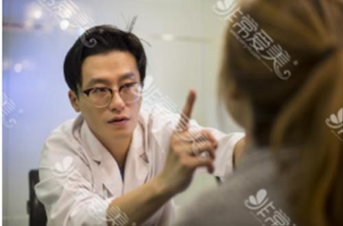韩国秀美颜整形外科代表院长沈裁善照片