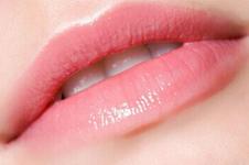 什么是韩国半永久漂唇术?