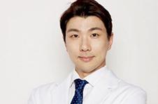 郑珍旭院长在韩国出名吗,网上流传说他去必妩是不是真的?