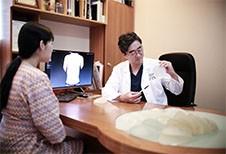 细说假体隆胸手术全过程,韩国THE整形医院这样做可谓不错!