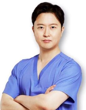 韩国louvre整形外科-尹成元