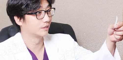 韩国cowell整形姜昌均医生照片