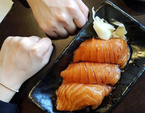 韩国釜山好吃的美食三文鱼