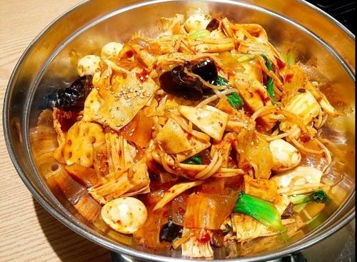 韩国建大美食麻辣香锅