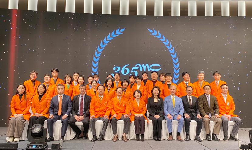 韩国365mc医院工作人员合影