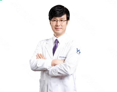 原辰整形外科代表院长朴原辰简介