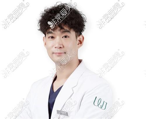 韩国原辰整形外科辛京泌