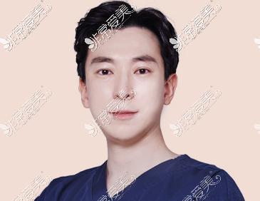 韩国THE整形外科金载祐院长