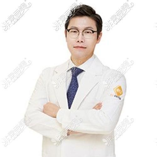 韩国EU整形医院金钟润